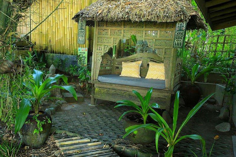 Méridienne sous l'ombre d'un arbre géant en bambou