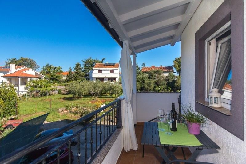 Charming Apartment-studio Dodo in the city of Krk, vacation rental in Merag