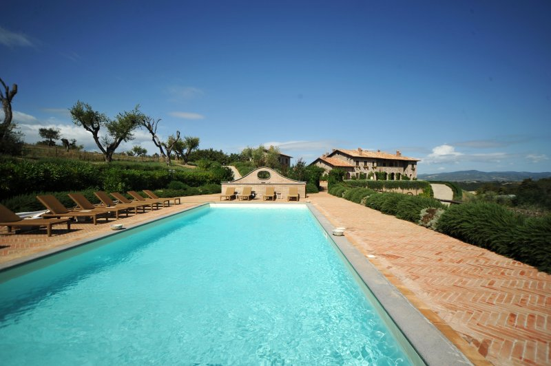 Luxury Umbrian Country Villa with private Pool, casa vacanza a Castiglione in Teverina