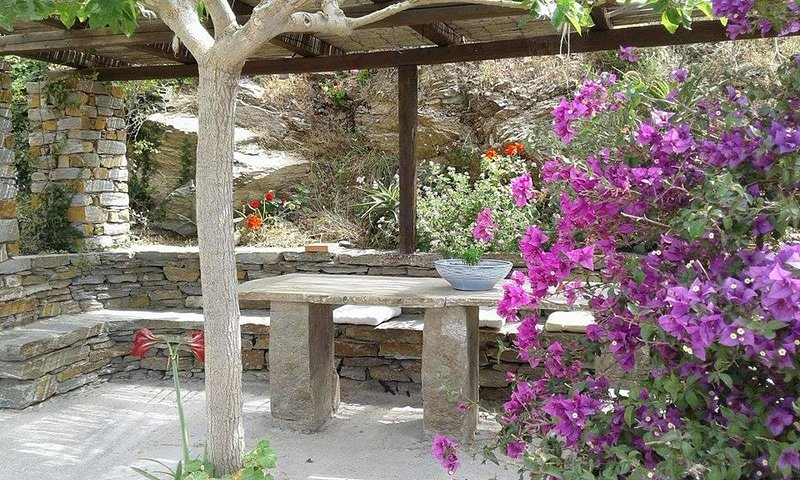HILLSIDE REFUGE WITH BREATHTAKING VIEW, holiday rental in Korissia