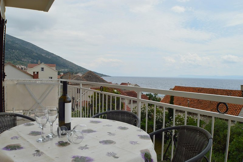 Apartment SUNNY 4, vacation rental in Bol