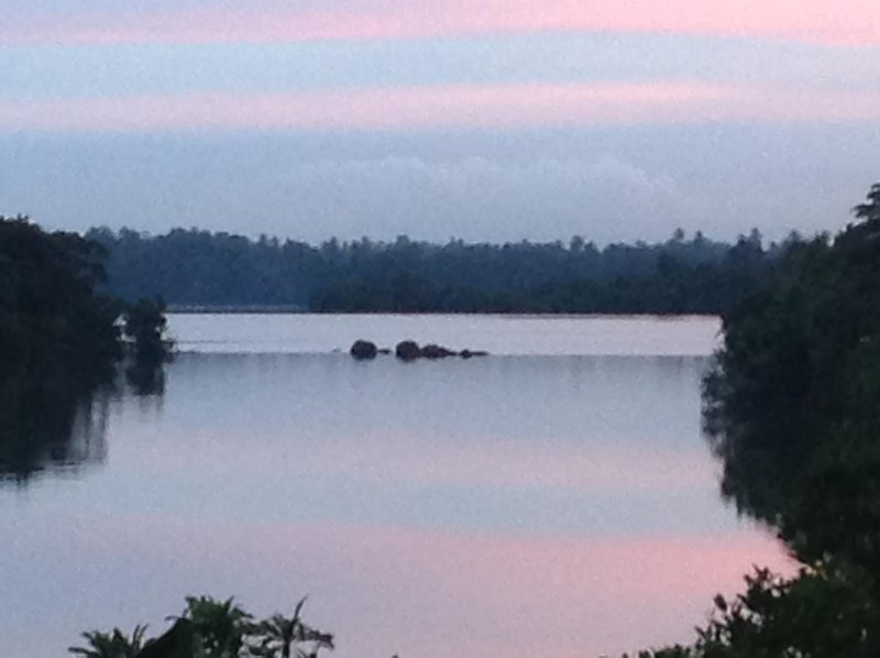 Cinnamon Lodge. Two bedroom vIlla with lovely garden overlooking Koggala lake, holiday rental in Ahangama