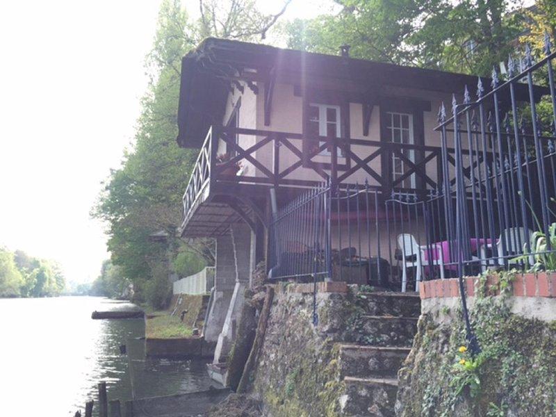 Das Haus aus dem Bootssteg gesehen