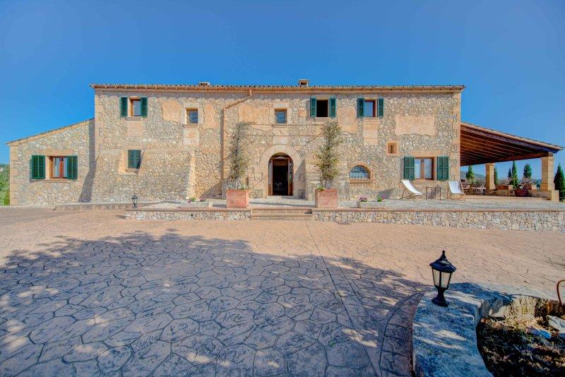Finca de lujo reformada en Mallorca - 10 PAX, holiday rental in Sant Llorenç des Cardassar