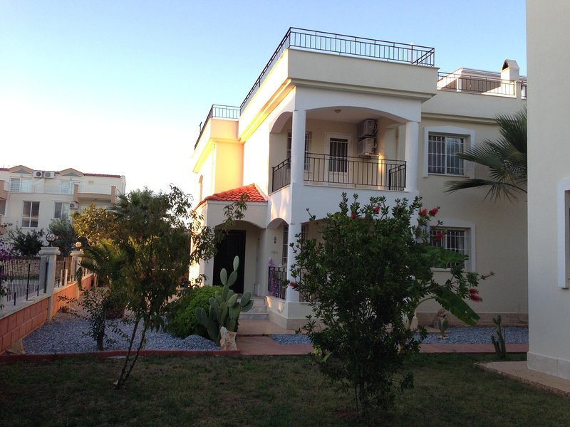 OASIS VILLA's - Large 4 bed comfortable Villa, secure complex with large pool, vacation rental in Aydin Province