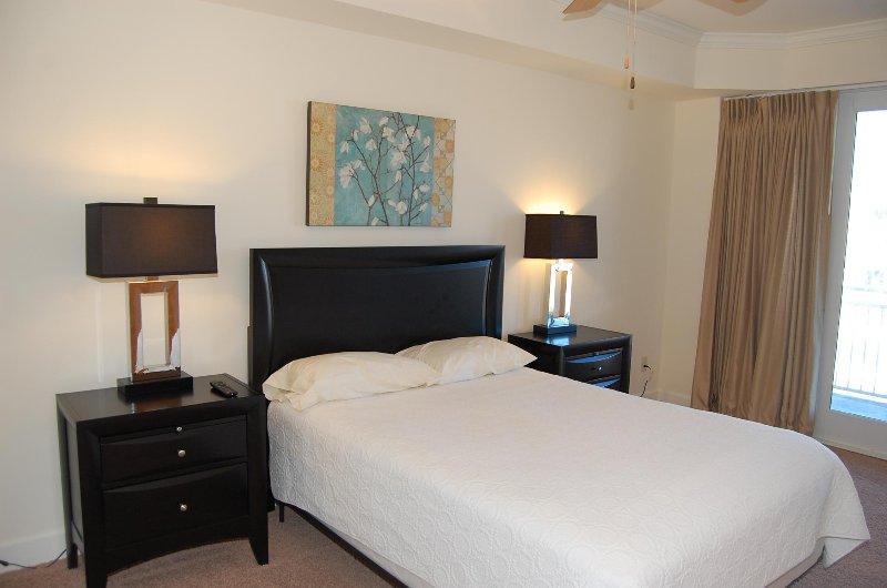 2nd Floor Bedroom with queen size bed