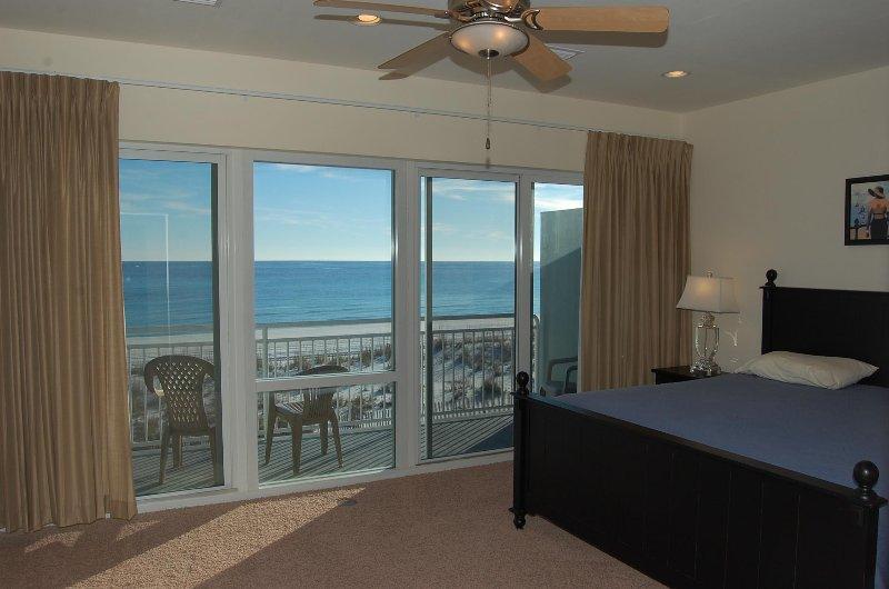 Dormitorio principal w / acceso al balcón