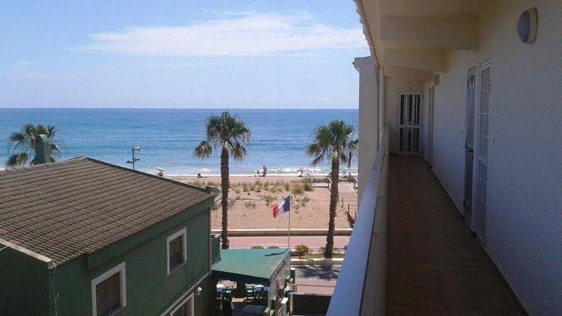 Estudio situado en primera linea de playa.