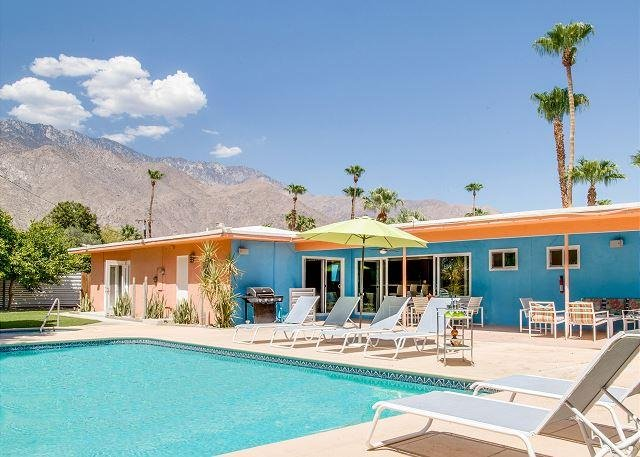 The Pink Martini, Palm Springs - Private Pool Yard