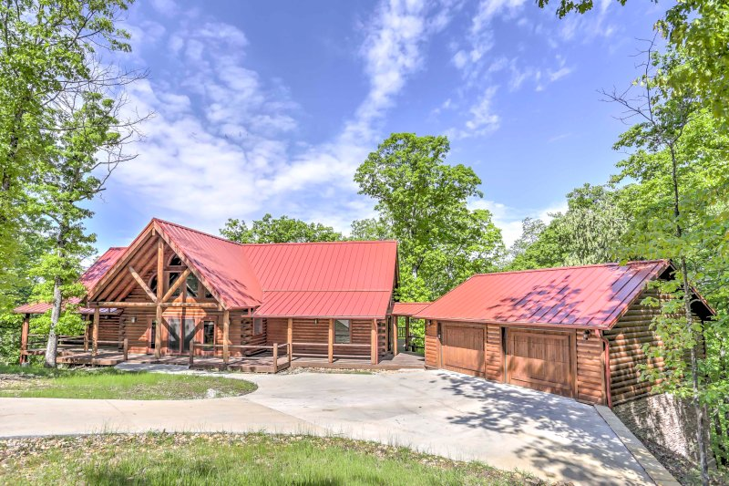 Experience the luxuries of home when you stay at this 2-bedroom, 2-bathroom vacation rental cabin in Eureka Springs!