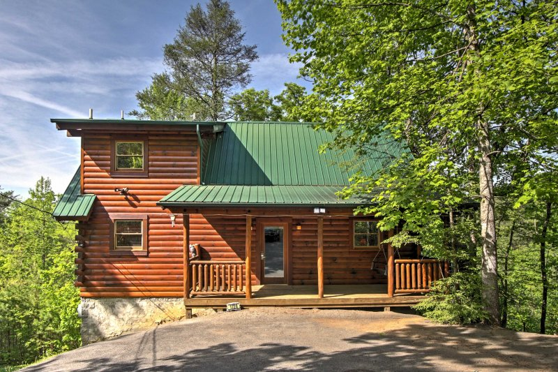 Book this beautiful cabin for the ultimate Tennessee getaway!