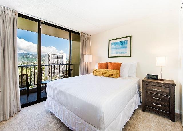 King Size 1 Bedroom With Mountain View!