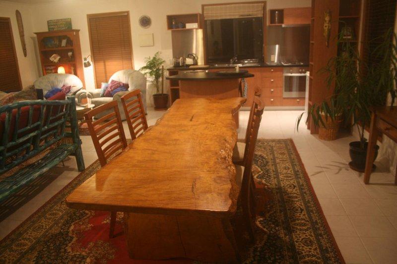 légèrement sublime table à manger en chêne soyeux