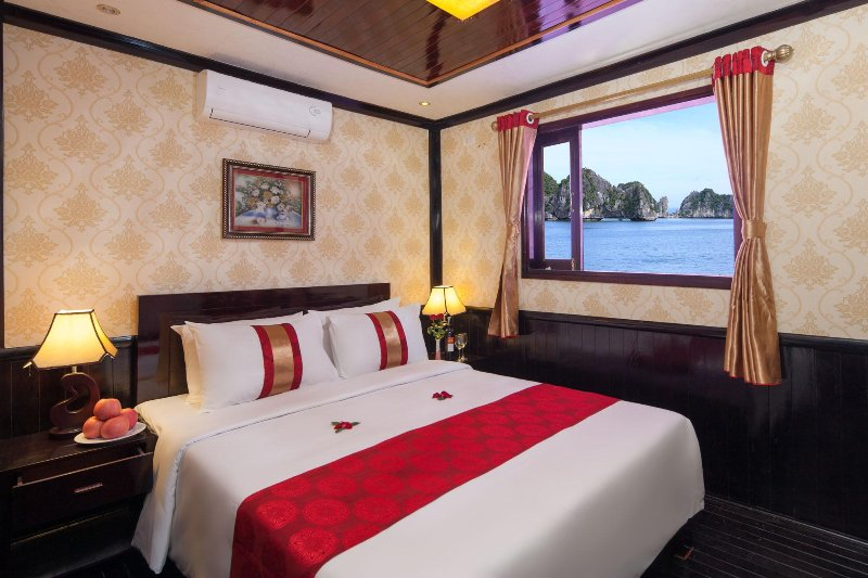 Ha Long Bay MoonLight Cruise 2 Days 1 night, holiday rental in Hanoi
