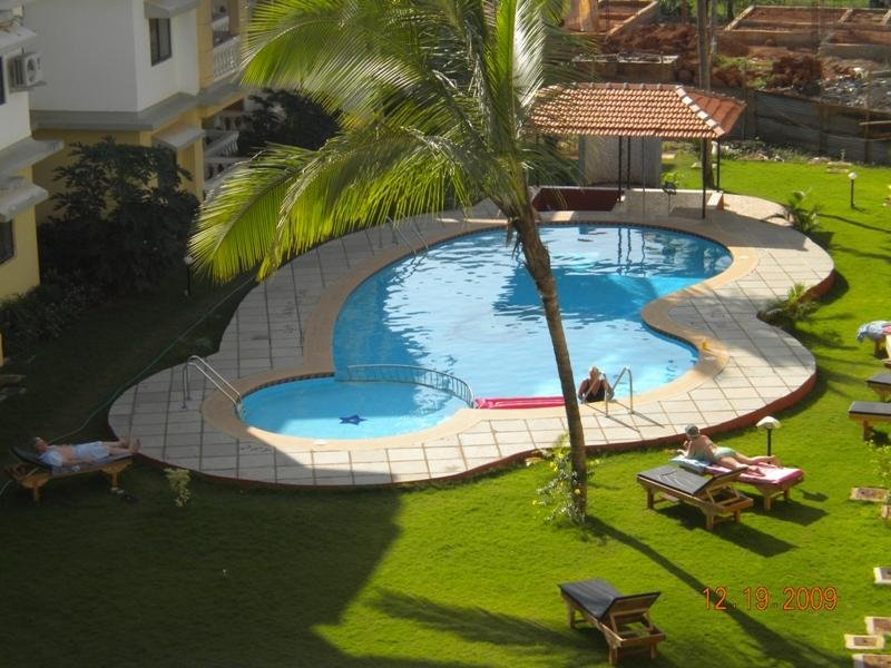 Shared Pool & Landscaped Gardens