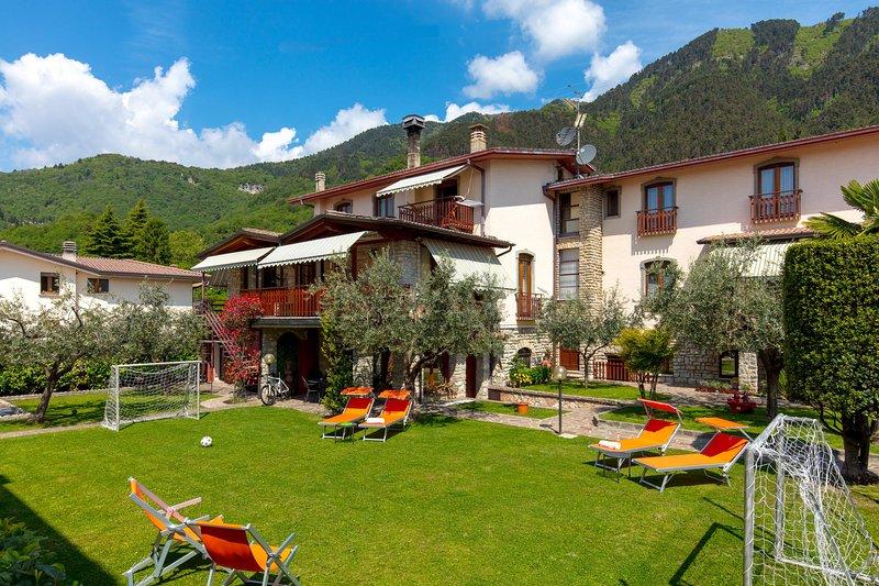 VILLA MARIAROSA apartments, alquiler vacacional en Tignale