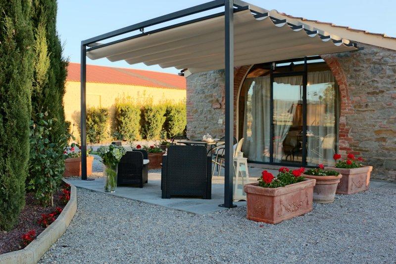 Nido d'amore e magia vicino a Cortona - Smeraldo, holiday rental in Pietraia