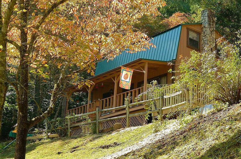The perfect couples getaway in this cozy, 2-story cabin.