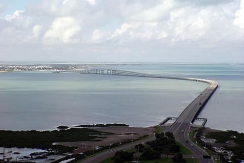 Puente a la parte continental