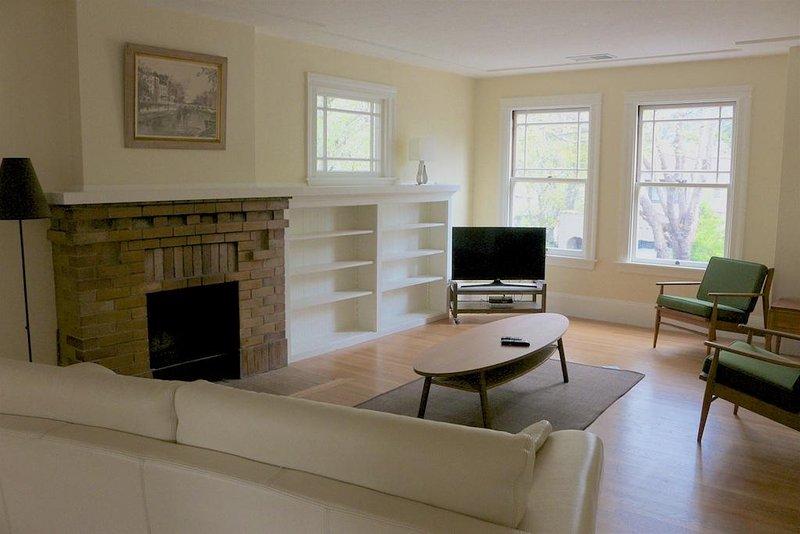 Comfortabele woonkamer met TV en DVD speler