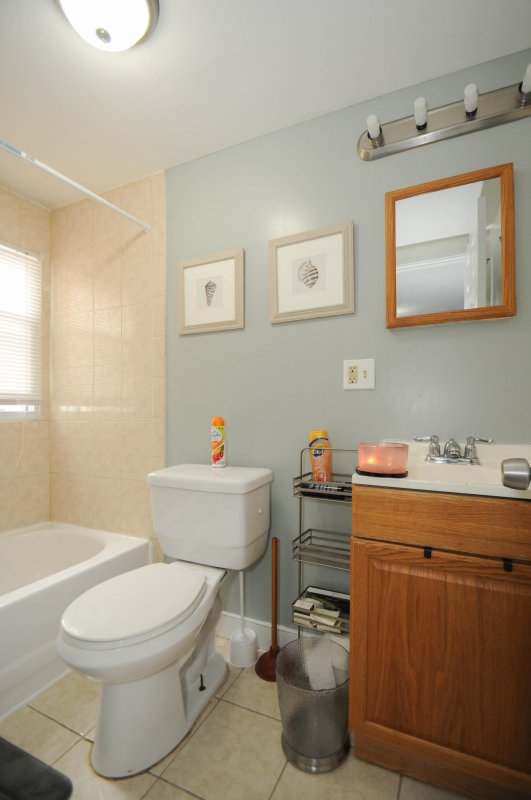 Full bathroom with all amenities