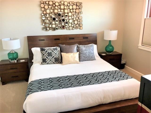 Chambre principale - merveilleux nouveau lit King et matelas.