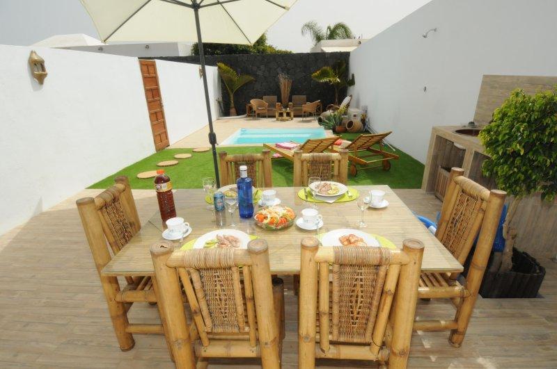 espace barbecue et une salle en plein air