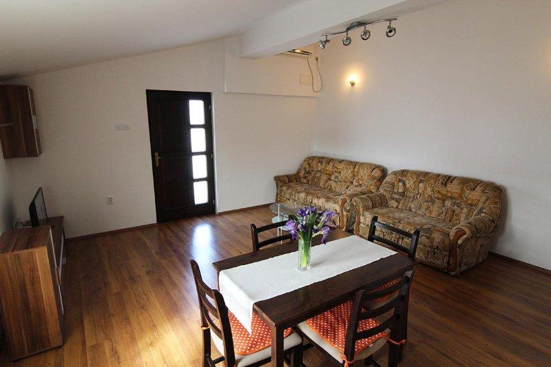 Apartmani Milas ap3, vacation rental in Pirovac