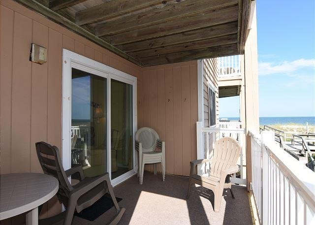 Sand Pebbles Ocean View Deck