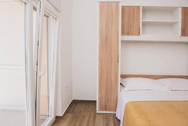 Apartmani Dzelalija, vacation rental in Tribunj