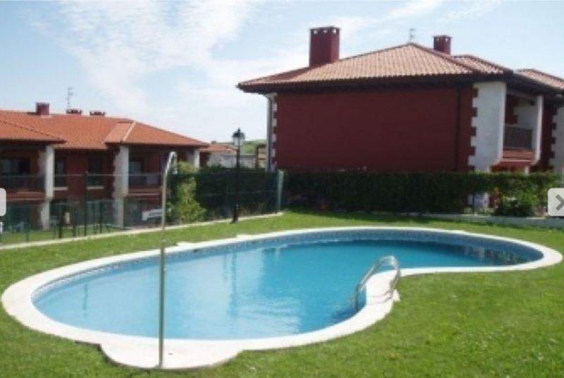 Bajo con jardín en Prellezo, holiday rental in Treceno