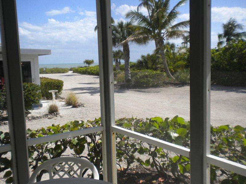 White Caps #3-Sanibel Beach Cottage. Sanibel Fl., holiday rental in Sanibel Island