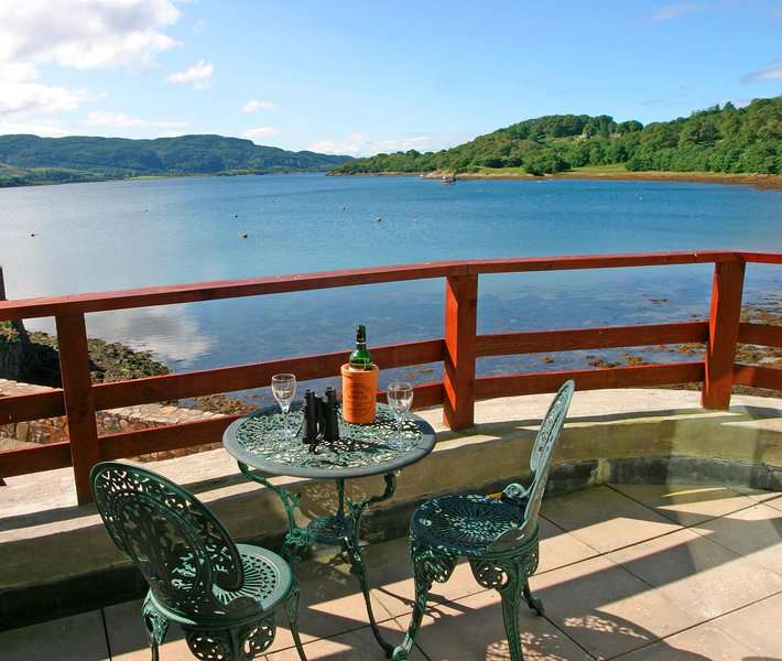 Commorode suite is right on top  of Loch Melfort, enjoy the ever changing view  of the sky. Unwind .