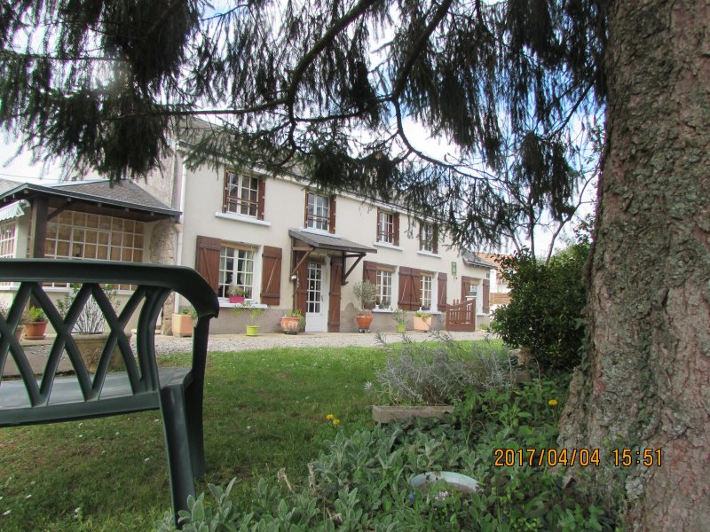 VACANCES VERTES DANS LE BERRY, holiday rental in Ambrault