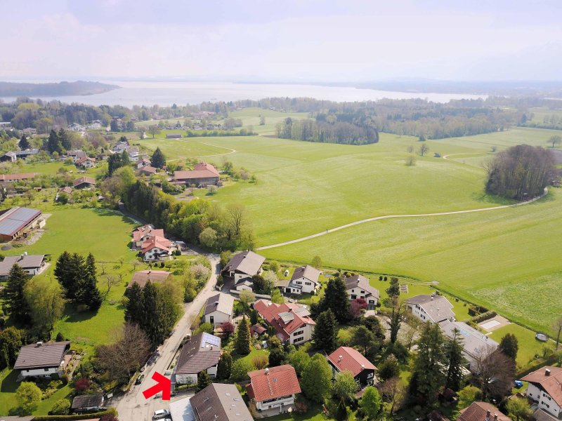 Close to the Chiemsee and the mountains. Good location - right outside the conservation area.