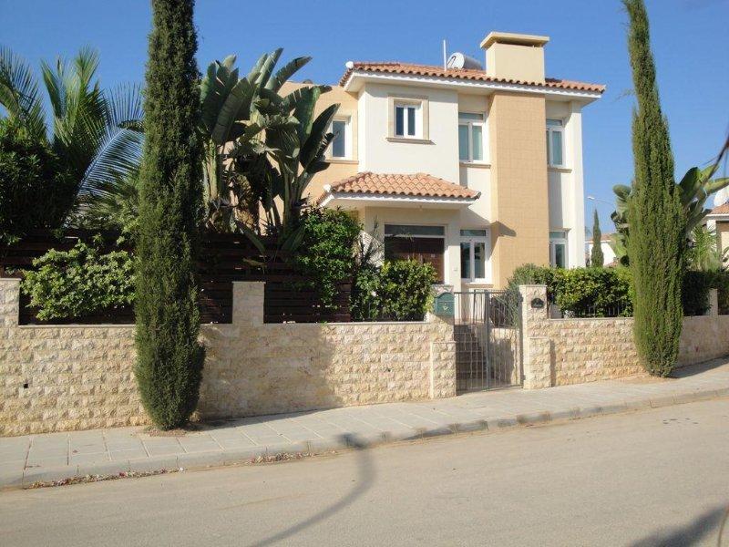 Front view of villa Aurora