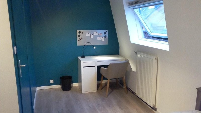 Chambre solo tout confort chez l'habitant, holiday rental in Tournai