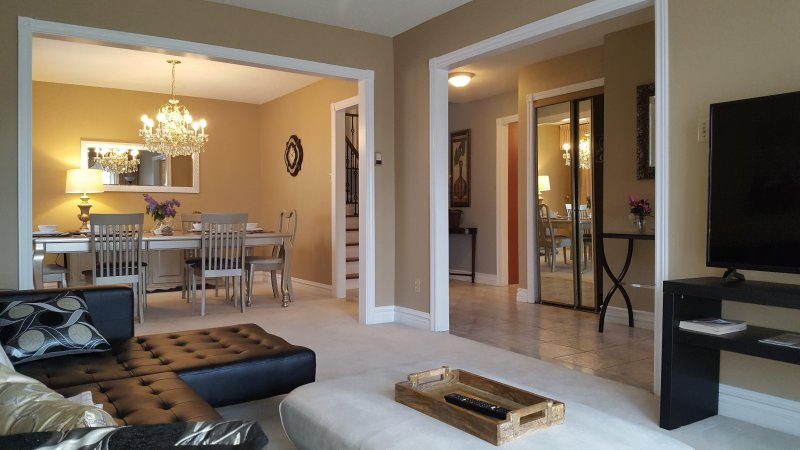 Elegant and Stylish Home Getaway, vacation rental in Mississauga