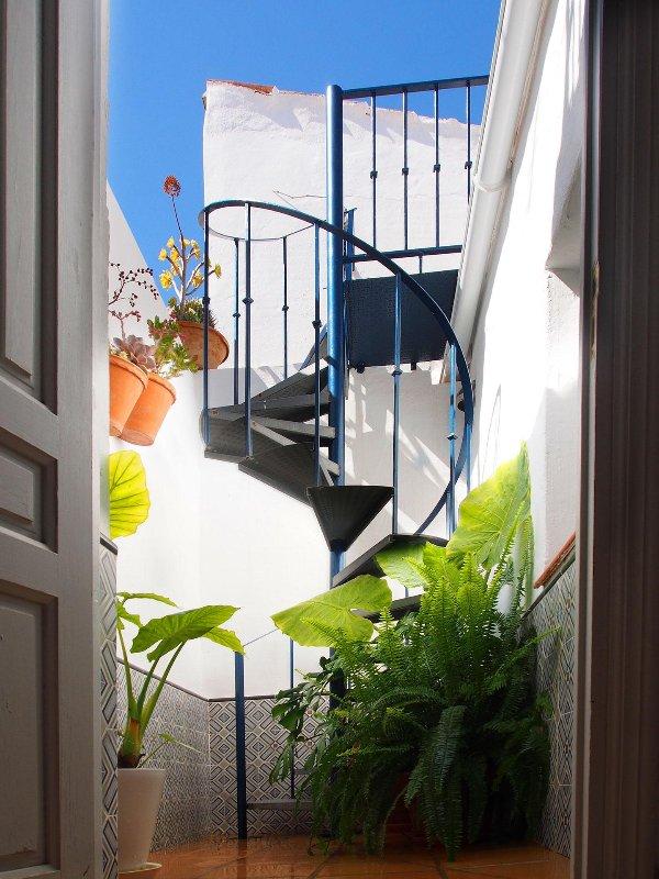 Escalier en colimaçon à la terrasse sur le toit