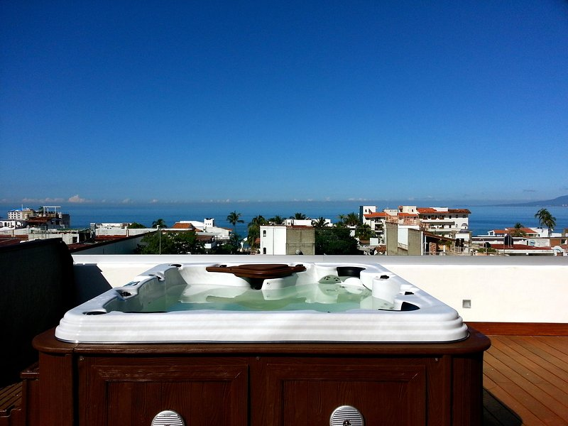 Enjoy the Solarium with a 90 jet jacuzzi and a spectacular view to Bay, Town and Mountains