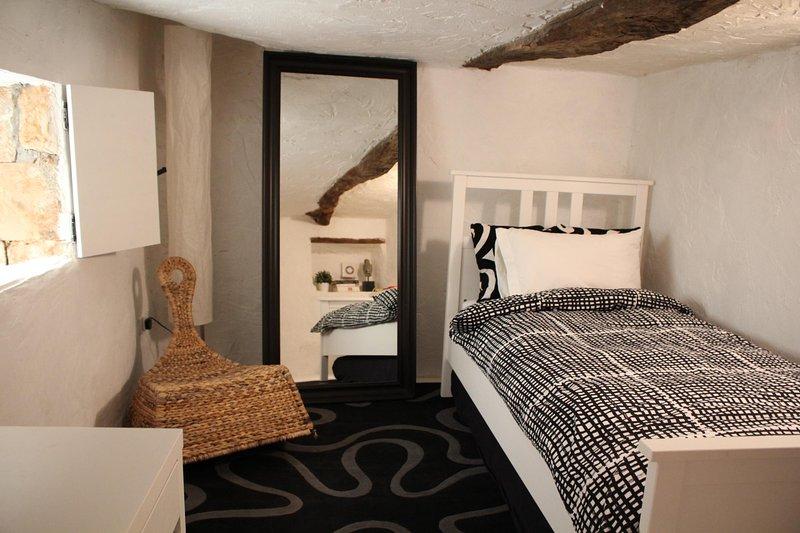 Piccolo 'stile soffitta' camera singola con tetto più basso