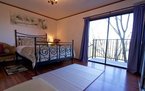 'Nature Room' - 4th bedroom, Queen bed, Views!