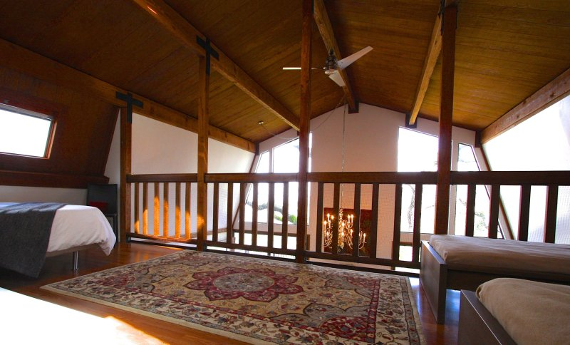 Enter loft and be greeted to Views!