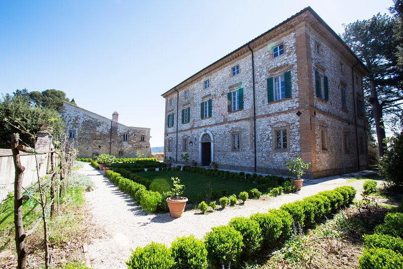 Frescoed eighteenth century Villa in Umbria, holiday rental in San Liberato