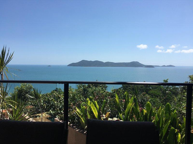 Spettacolare isola vista dalla terrazza che domina la foresta pluviale e Dunk Island
