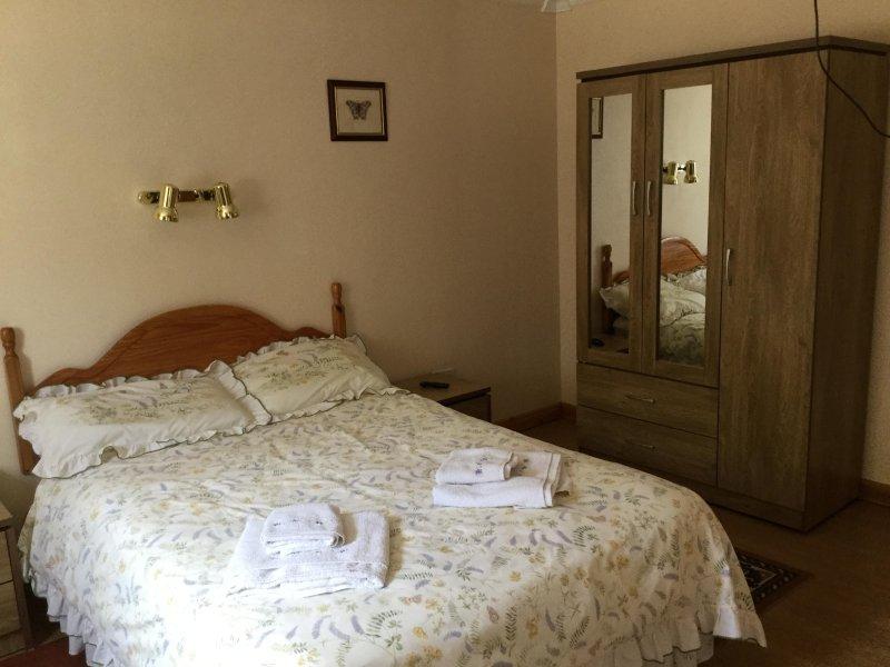 El dormitorio principal en suite