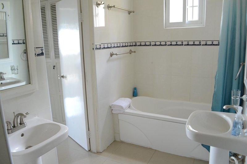 Bath Tub/Shower