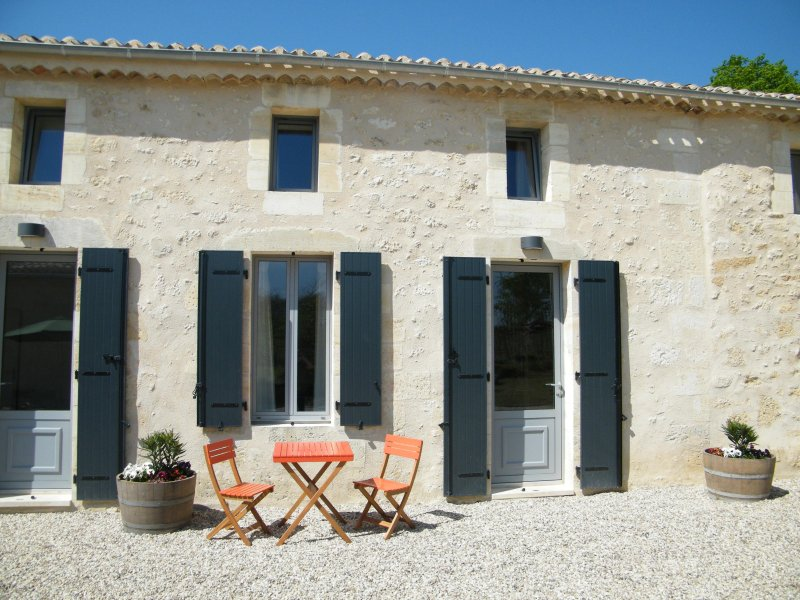 Clos Vieux Rochers Vineyard Gites 3 The Courtyard, vacation rental in Tayac