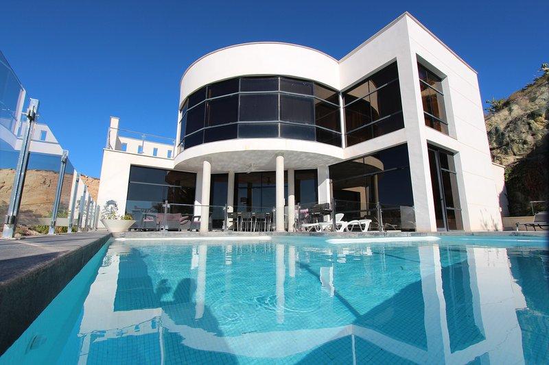 MODERN VILLA WITH AMAZING SEA VIEWS, holiday rental in Jijona