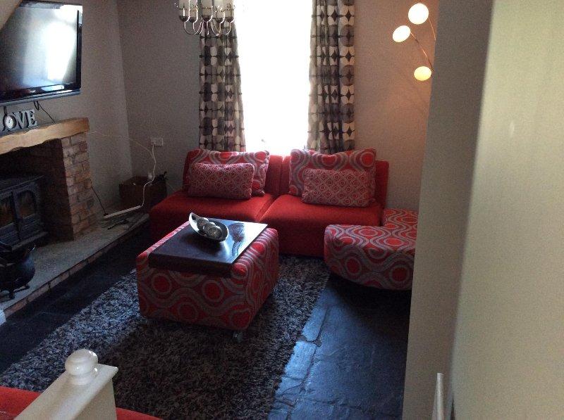 sala de estar moderna, com lareira e recuperador de calor